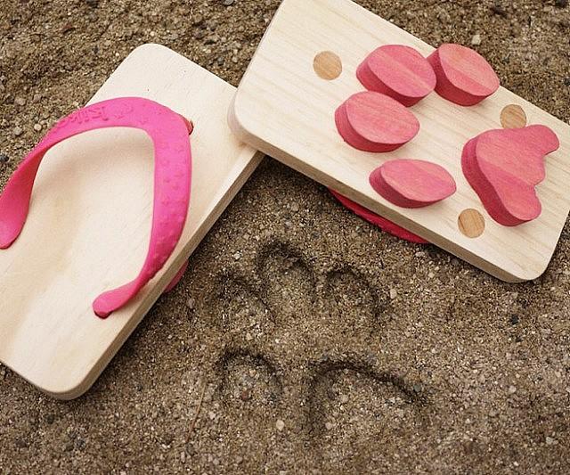 animal-footprint-sandals