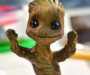 baby-groot-figurine
