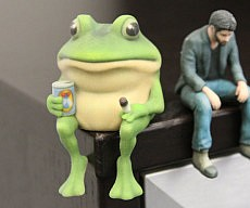 bachelor-frog-figurine