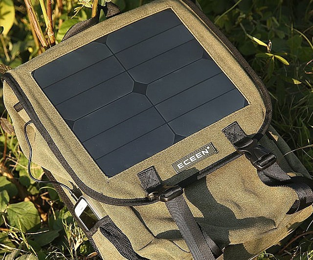 backpack-with-solar-charger