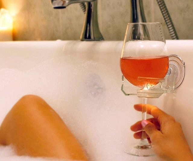 Bath Tub Wine Glass Holder