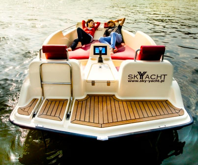 electric-joystick-controlled-yacht