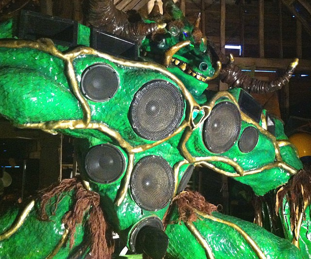 giant-alien-monster-sound-system