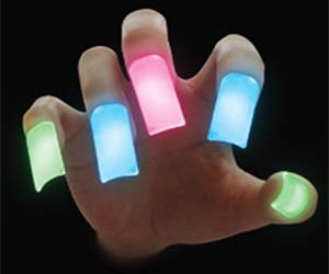 glow-in-the-dark-nails