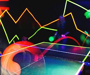 Glow In The Dark Ping Pong Set
