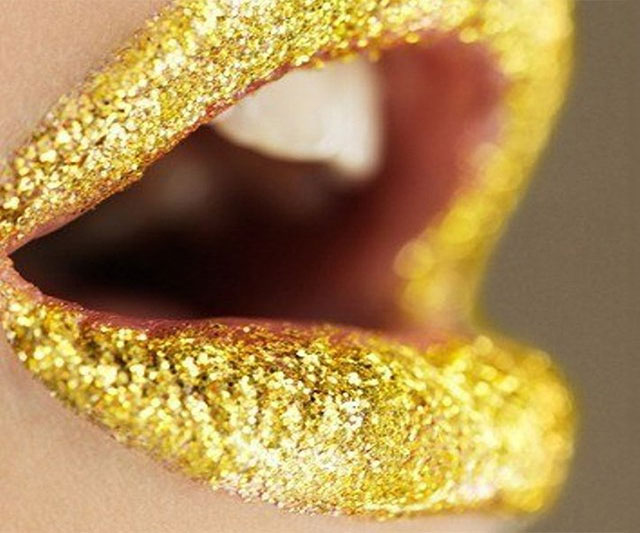 gold-glitter-lips