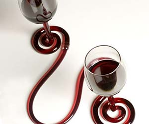 interconnected-wine-glasses