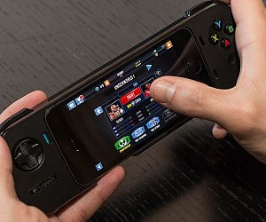 iPhone Battery & Gaming Controller