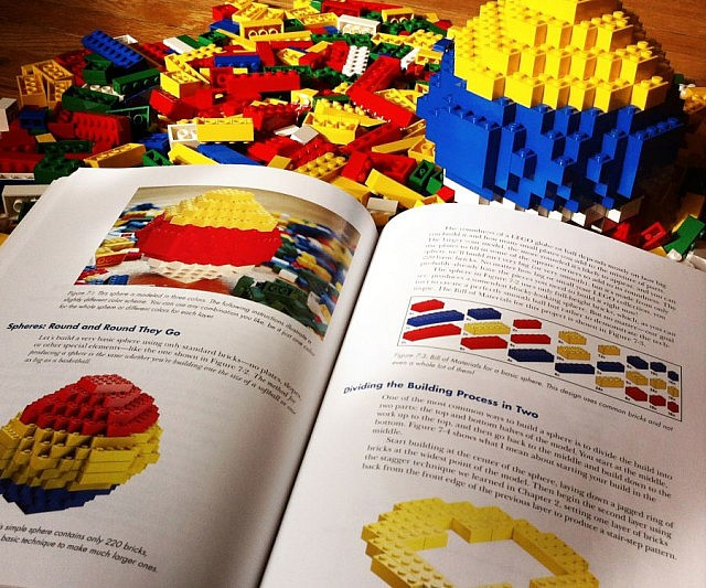 LEGO Builder's Guide Book