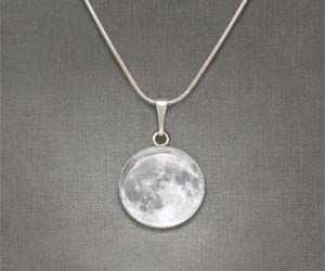 moon-necklace