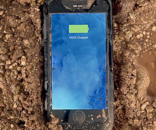 morphie-waterproof-iphone-case-battery-extender
