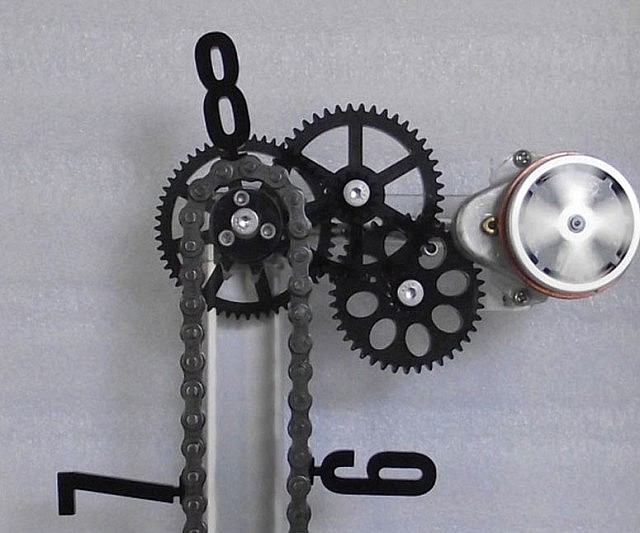 Moving Gears Chain Clocks