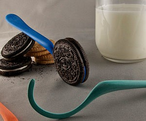 oreo-cookie-dunking-spoon