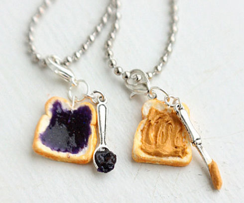 peanut-butter-and-jelly-sandwich-necklace