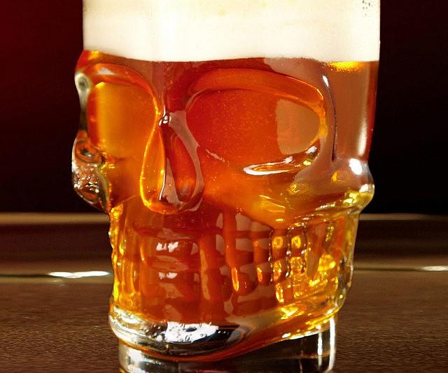 skull-beer-mug
