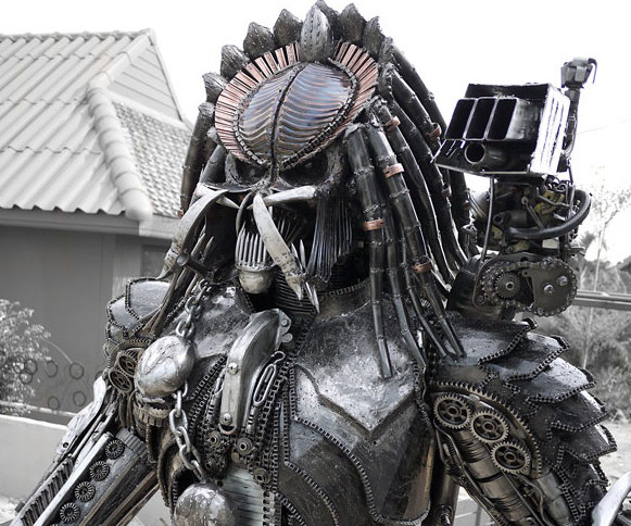 steampunk-predator-statue