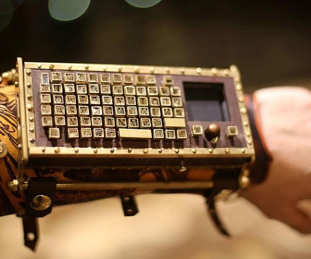 steampunk-wireless-wrist-keyboard