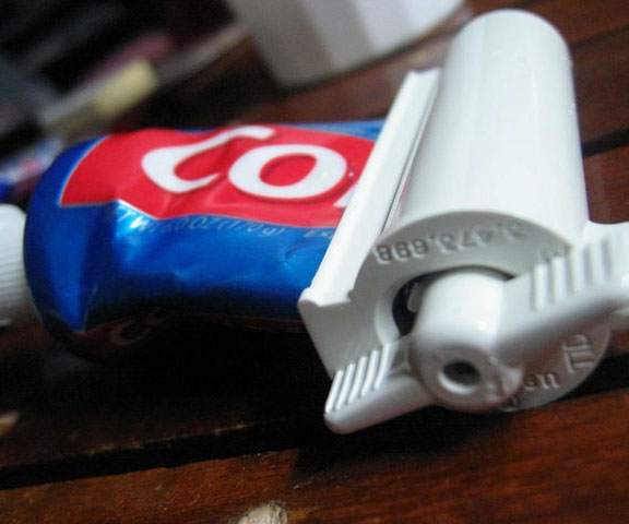 toothpaste-roller
